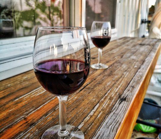 Wie lange sollte man Rotwein atmen lassen?