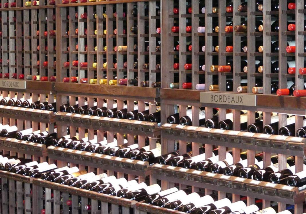 Wein stehend oder liegend lagern