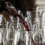Warum ist Rotwein rot und Weißwein weiß?
