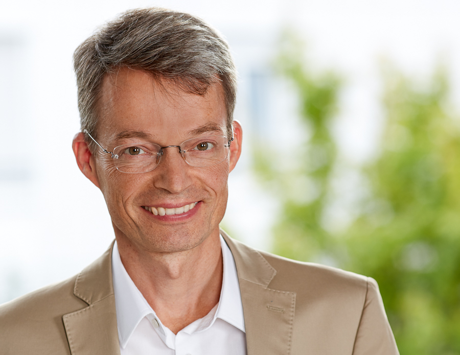 Dr. Uwe Geier